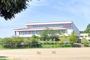 鹿野中学校(約2,230m 徒歩約28分)